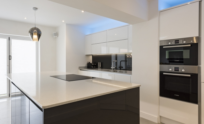 kitchen-stori-zola-gloss-white-kitchen-main