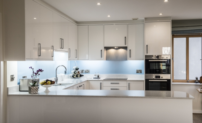 zola-white-gloss-kitchen