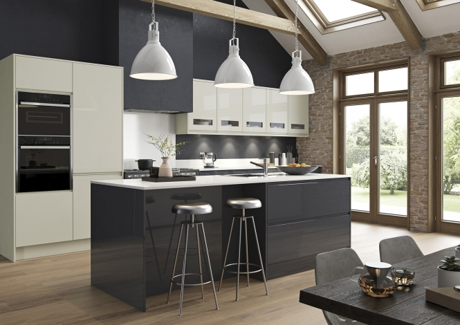 Strada Gloss in Graphite & Porcelain