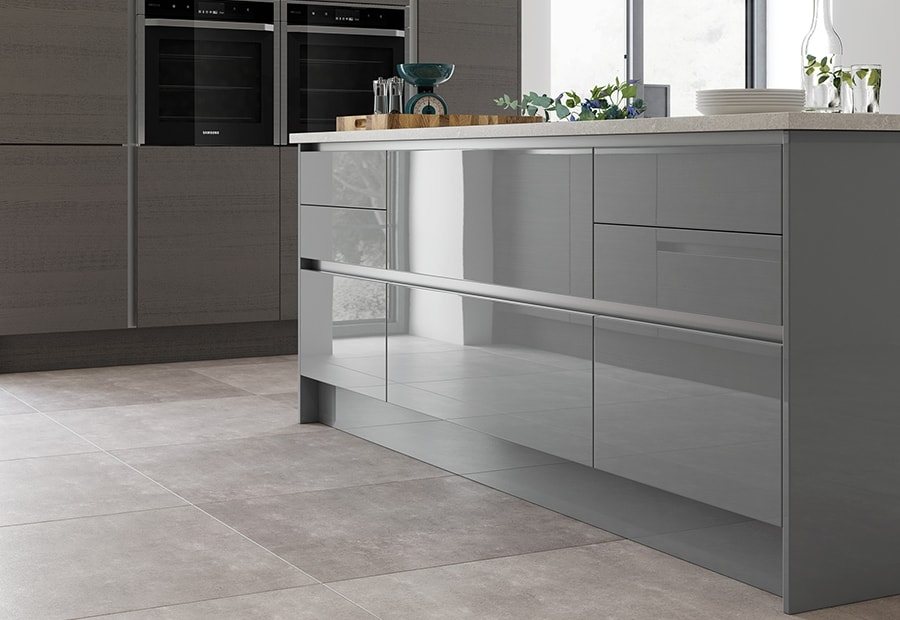 Zola Gloss Handleless Island Unit & Tavola Stained Range Featuring Integrated Appliances