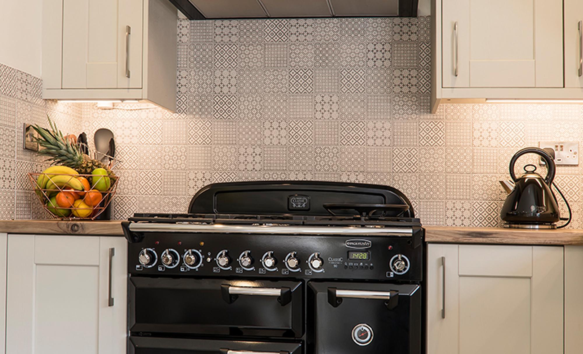 Kitchen-Stori-Kensington-Mussel-Main-Shot-Kitchen-Hob