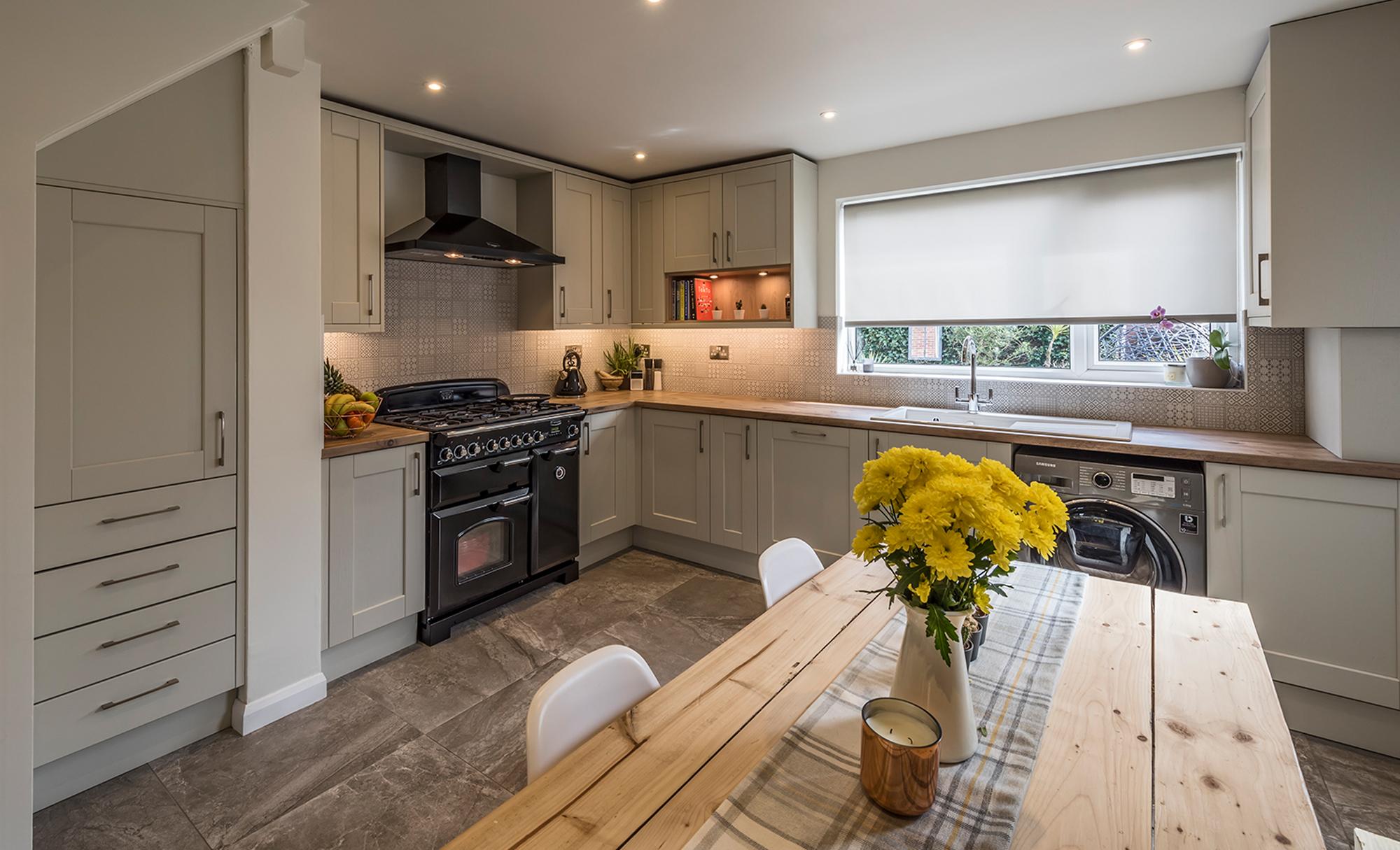 Kitchen-Stori-Kensington-Mussel-Main-Shot-Kitchen-Cooker