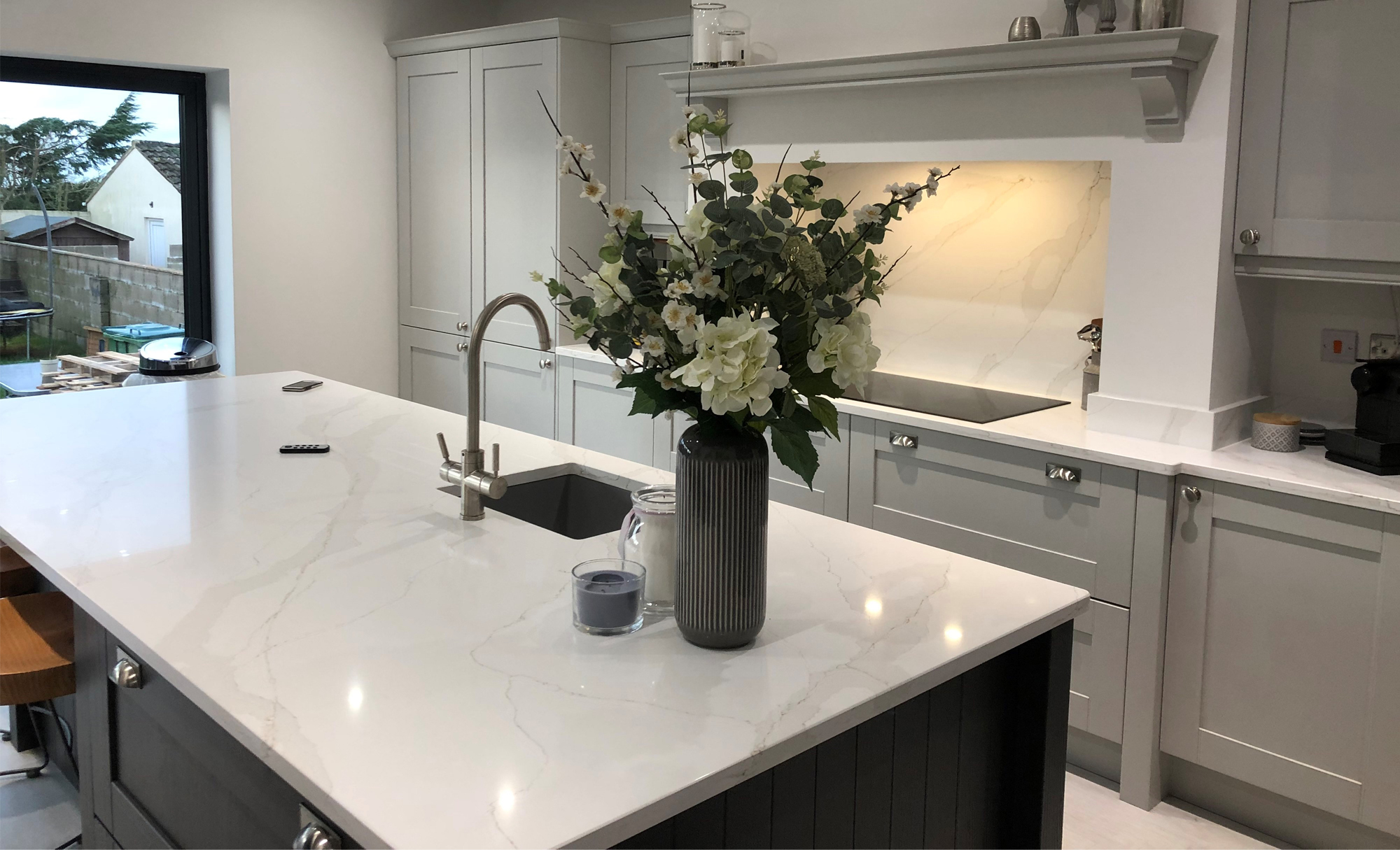 kitchen-stori-madison-light-grey-graphite-flowers