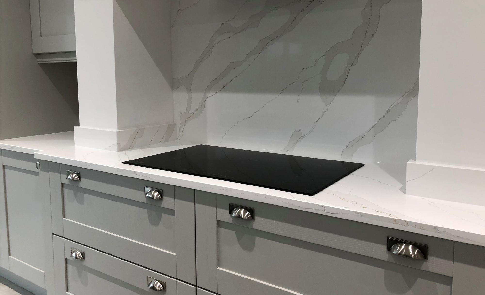 kitchen-stori-madison-light-grey-graphite-hob