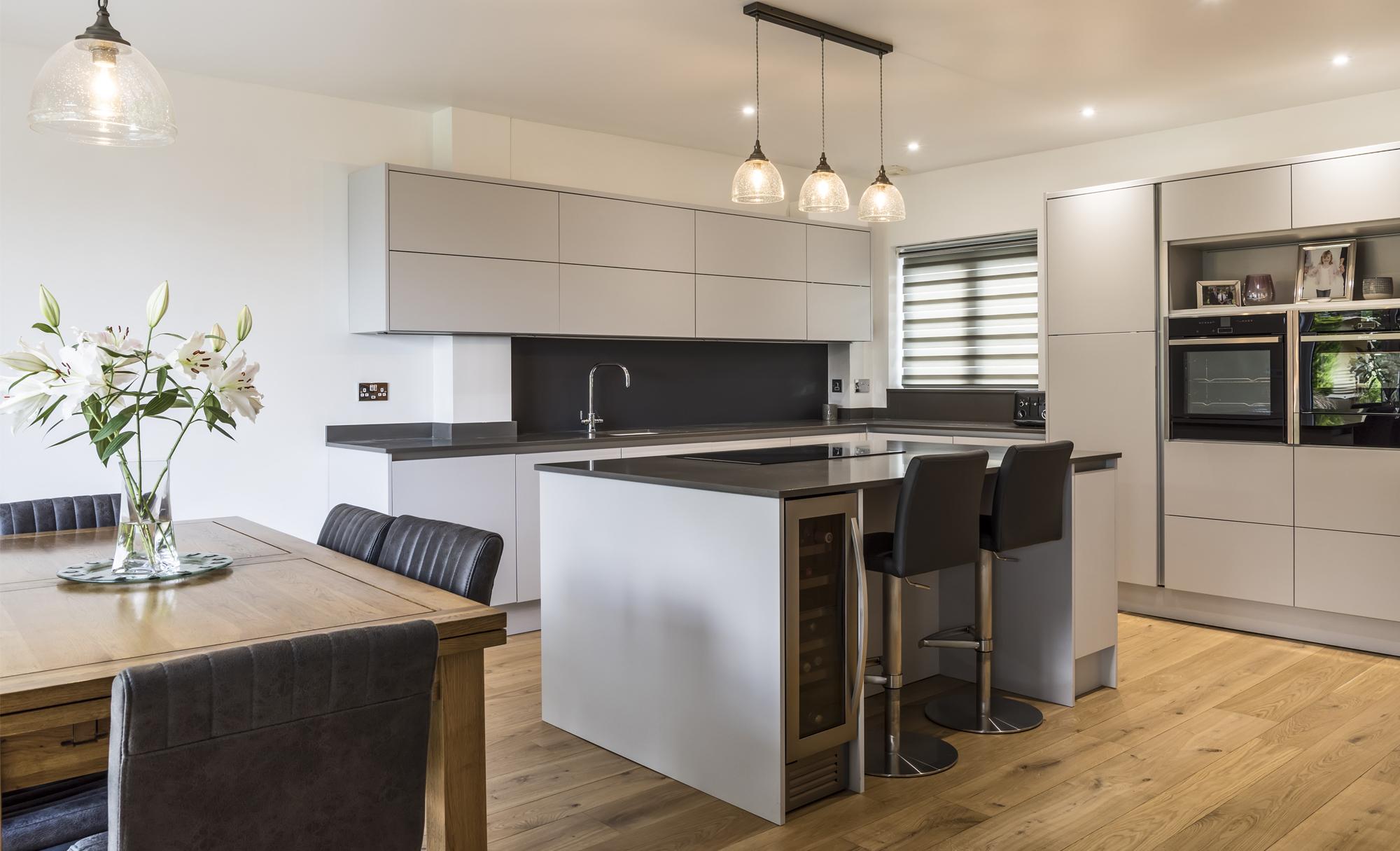 kitchen-stori-zola-matte-light-grey-kitchen-walnut-worktop