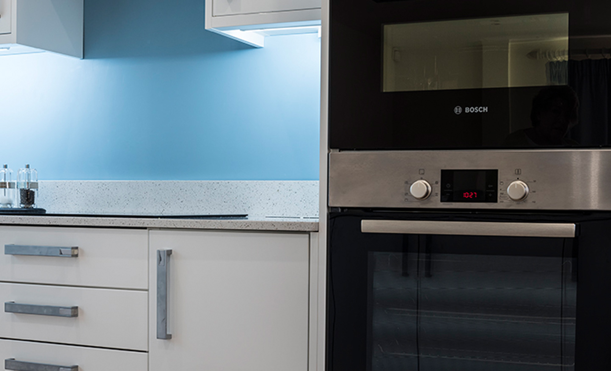 zola-white-gloss-kitchen-hob-kitchenstori