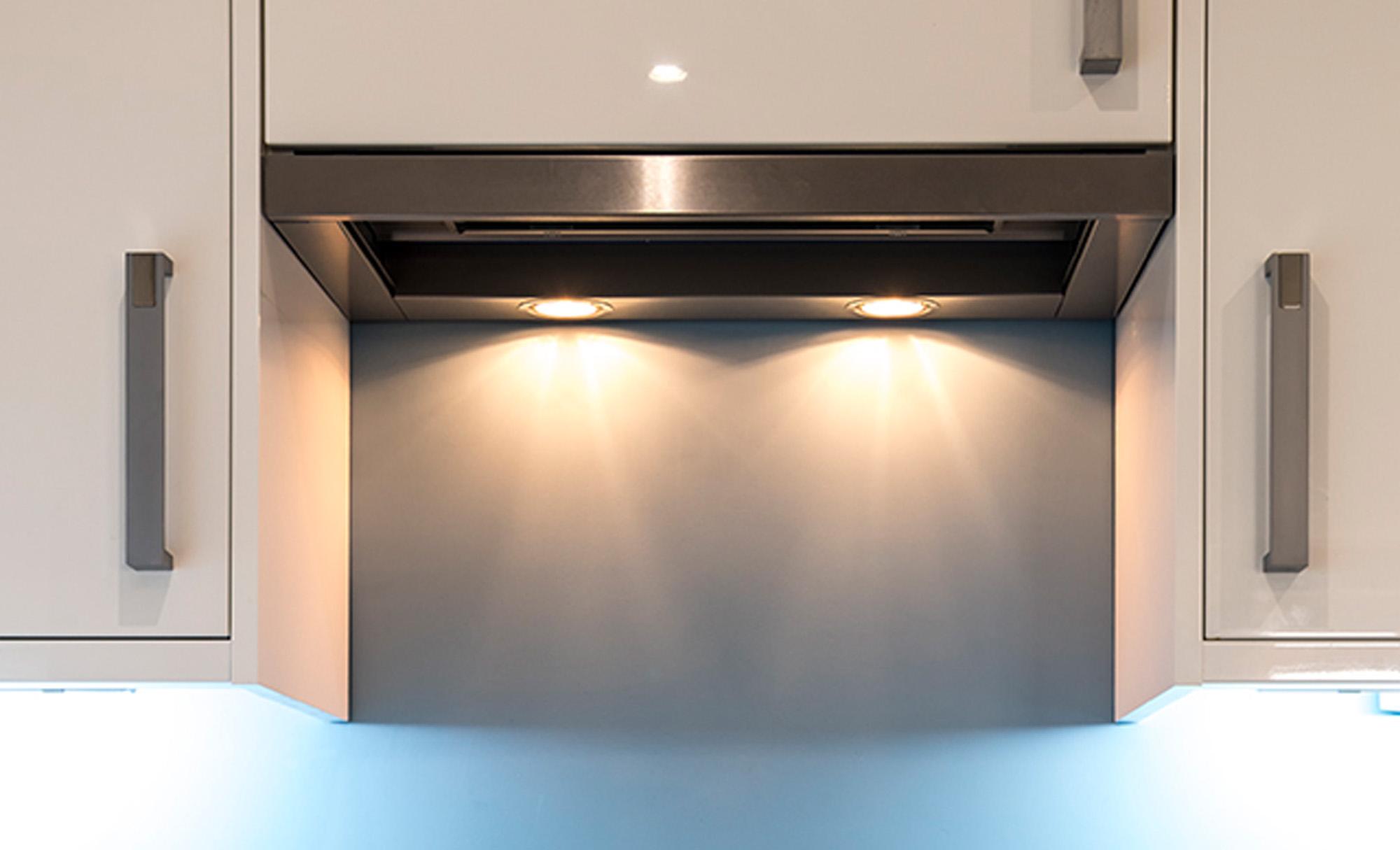 zola-white-gloss-hob-kitchenstori