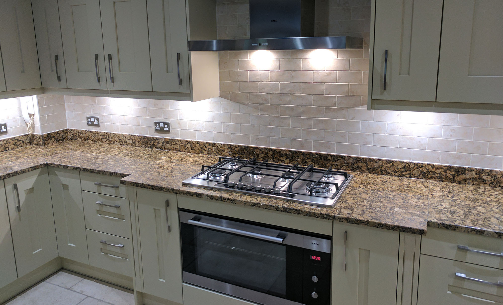 clonmel-dante-painted-cream-kitchen-kent