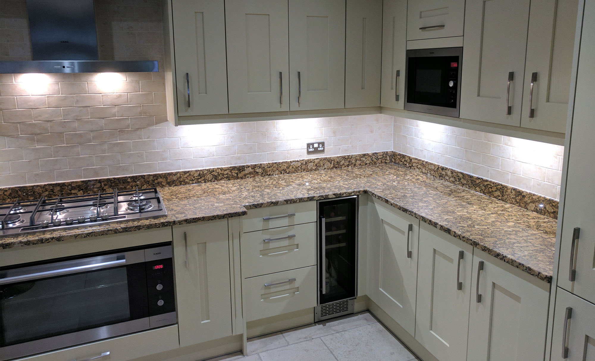 clonmel-dante-painted-cream-kitchen