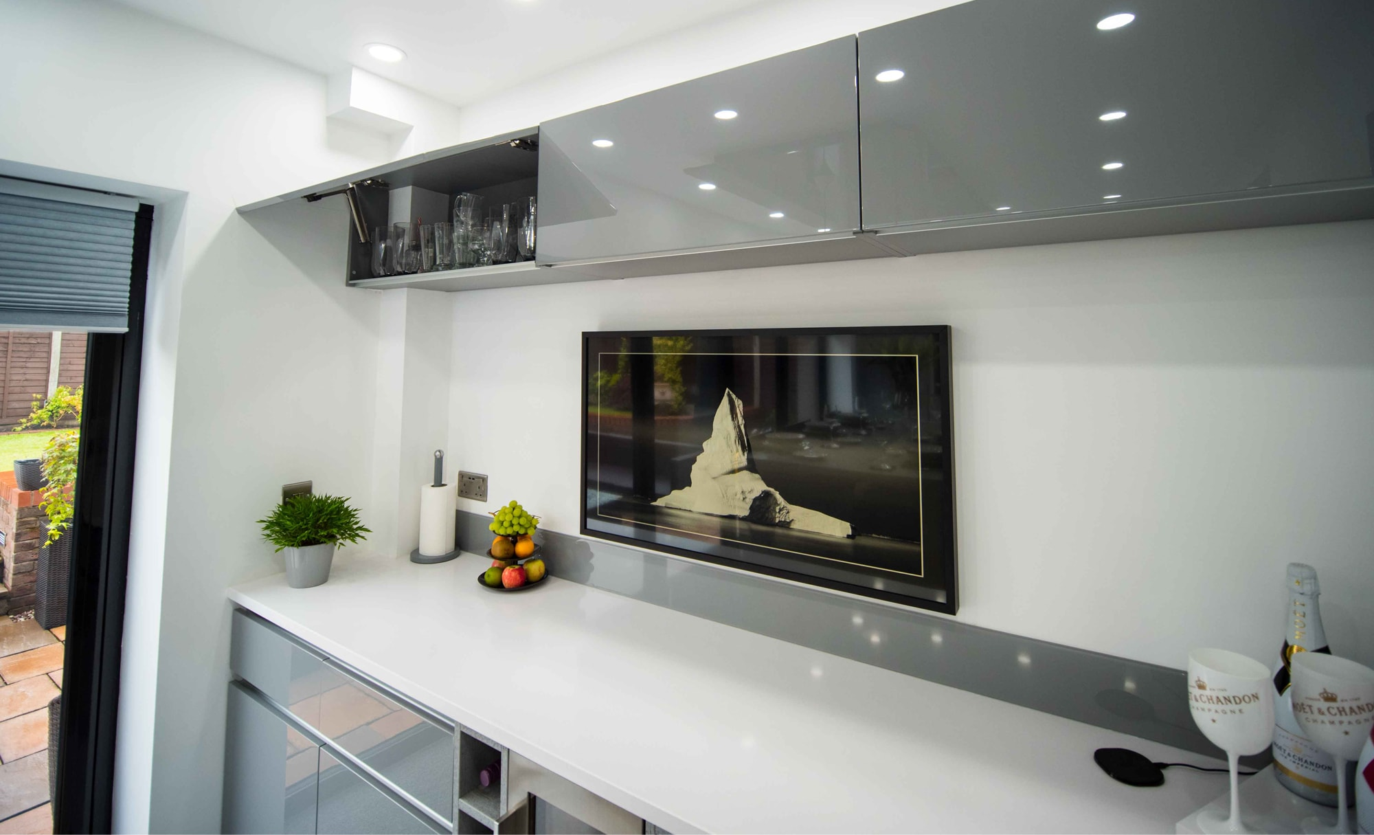 The Gallery Zola Gloss Dust Grey Kitchen TV