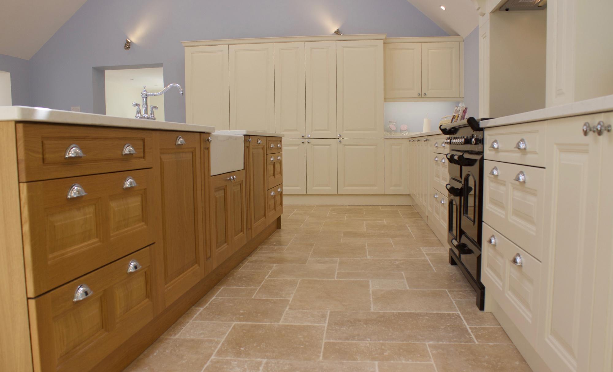Huntersbrook Jefferson Oak & Ivory Kitchen