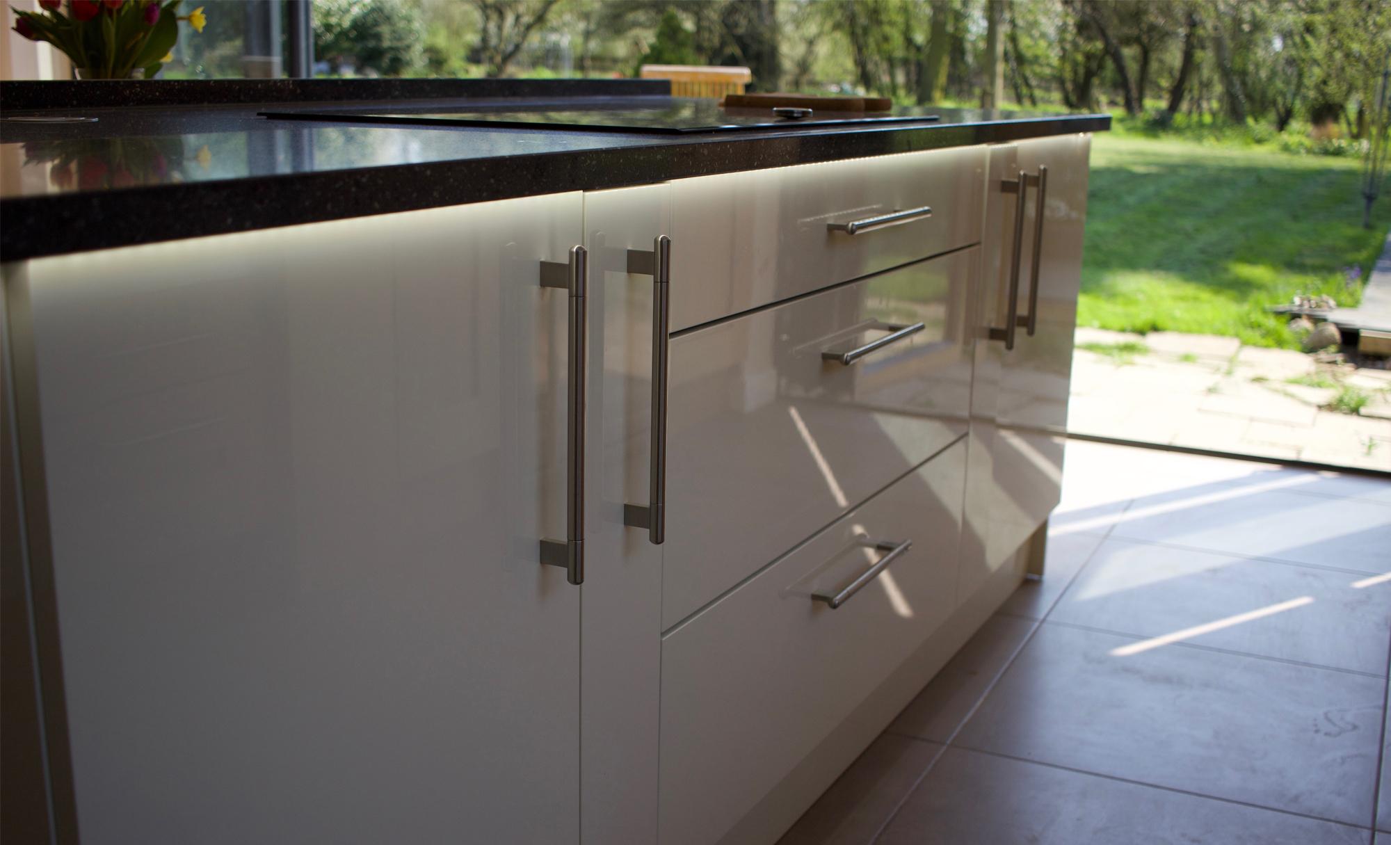 Huntersbrook Zola Gloss Ivory & Clonmel Kitchen