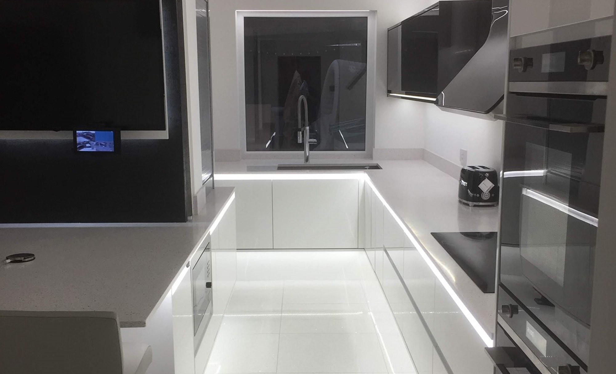 Kitchen Stori Strada Gloss White & Graphite kitchen lighting