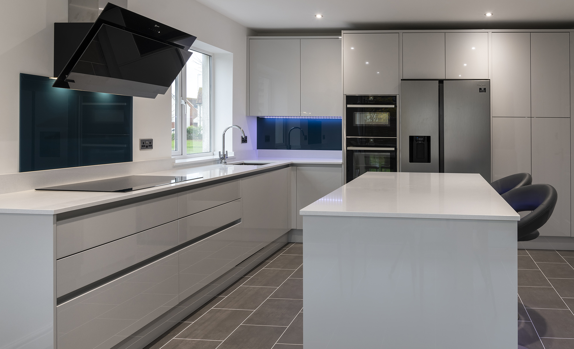 Portishead Zola Gloss Light Grey Kitchen for a home in North Somerset