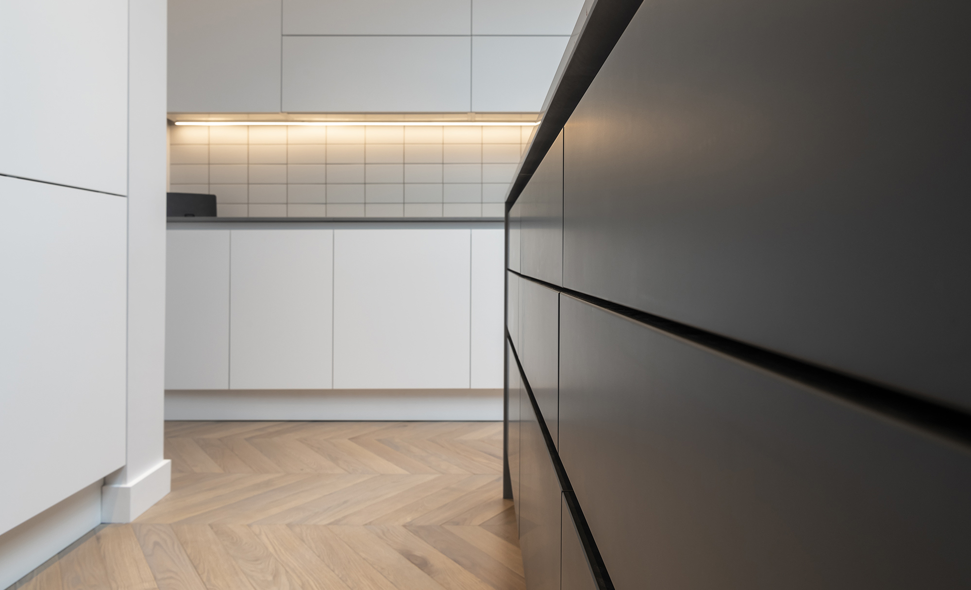 Portishead Zola Matte Almost Black & White Kitchen for a home in North Somerset 3
