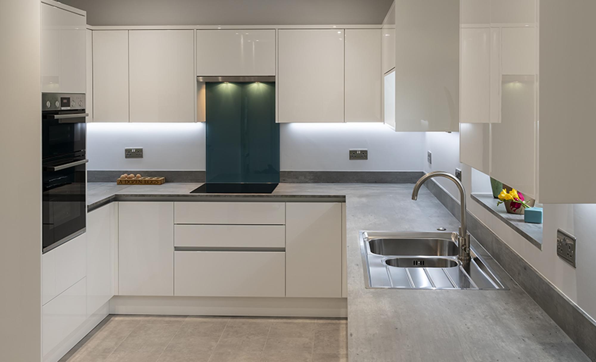 Portishead Zola Gloss White Kitchen for Mr & Mrs Huddart of Bristol