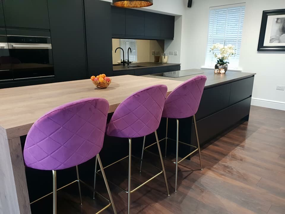 strada-matte-black-colour-matched-kitchen-purple-chairs