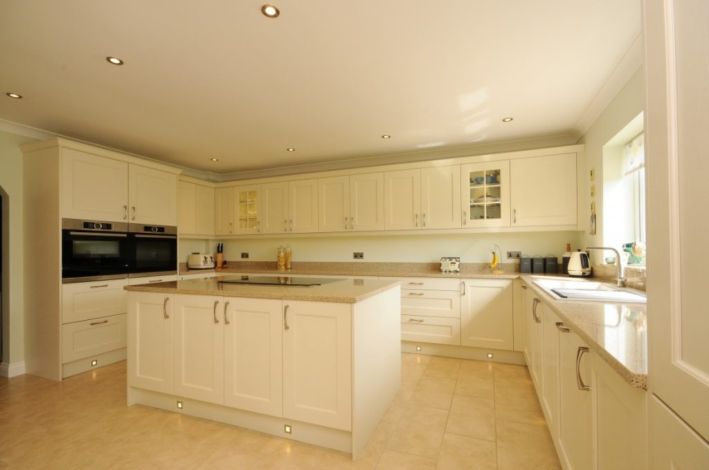 Contemporary Wakefield Shaker Kitchen In Painted Ivory